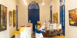"""""""O homem e o mar"""" está em exposição na Casa de Cultura José de Dome, o Charitas. Uma exposição de miniaturas de barcos de madeira. As 28 obras expostas são do artista Ricardo Sanches e ficarão disponíveis para visitação no segundo salão do espaço cultural."""