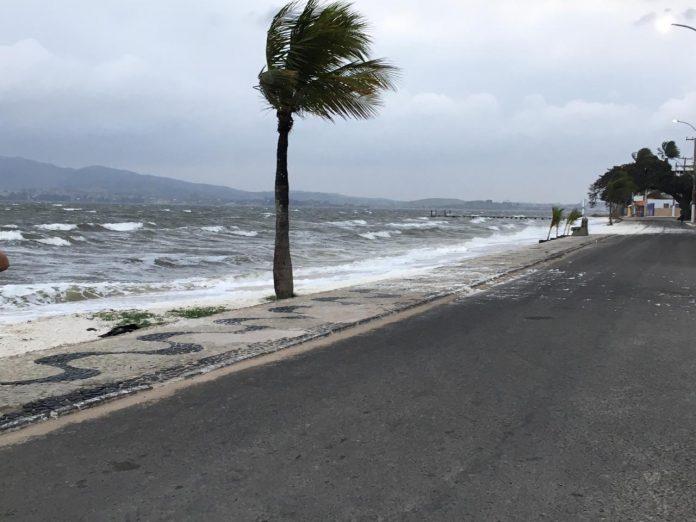 A Defesa Civil emitiu um comunicado para alertar sobre a possibilidade de ventos fortes chegarem à Região dos Lagos nesta semana.
