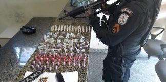 Um homem foi baleado e o outro conseguiu fugir após troca de tiros com a polícia nessa terça-feira (27), em Búzios.
