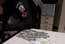 Um homem foragido da justiça, foi preso no Parque Mataruna, em Araruama, por tráfico de drogas nessa quinta-feira (12).